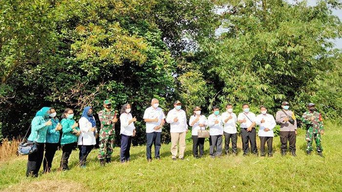 Sampaikan Pesan Kepada Warga Kecamatan Jagoi Babang, Bupati Darwis: Utamakan Disiplin Prokes