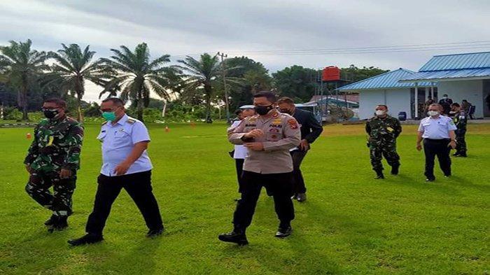 Bupati Darwis Tinjau Giat Vaksinasi Massal di Balai Prajurit Lanud Harry Hadisoemantri Bengkayang