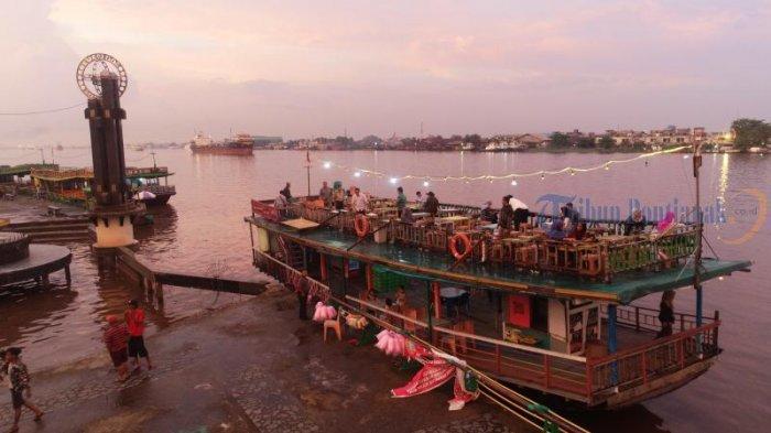 Kapal Wisata Menunggu Penumpang di Taman Alun Kapuas, Dishub Pontianak Imbau Kelengkapan Keselamatan - sejumlah-kapal-wisata-menunggu-pengunjung-di-taman-alun-kapuas.jpg