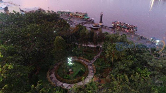 Kapal Wisata Menunggu Penumpang di Taman Alun Kapuas, Dishub Pontianak Imbau Kelengkapan Keselamatan - sejumlah-kapal-wisata-menunggu-pengunjung-di-taman-alun-kapuas01.jpg