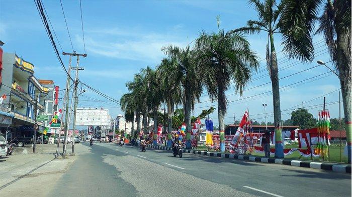 Jelang HUT RI, Pedagang Bendera Mulai Memadati Sejumlah Titik di Kota Sanggau