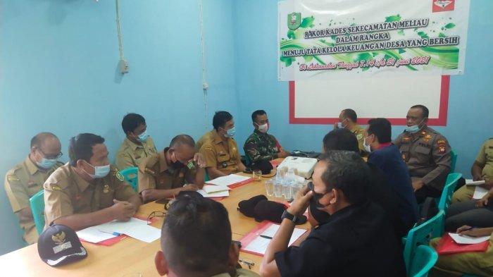 Hadiri Rakor Kades se Kecamatan Meliau, Kapolsek: Patuhi Regulasi & Transparansi untuk Cegah Korupsi