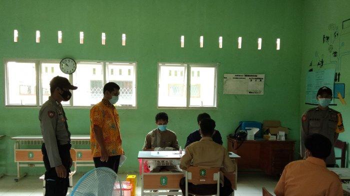 Personel Polsek Teluk Keramat Pantau Vaksinasi Pelajar di SMKN 2 Sebadu