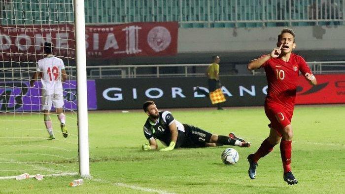 Selebrasi pemain Timnas Indonesia U-23 Egy Maulana Vikri saat berhasil mencetak gol pada laga persahabatan di Stadion Pakansari, Bogor, Jawa Barat, Sabtu (16/11/2019). Pada laga persahabatan tersebut Indonesia menang 2-1 dari Iran.
