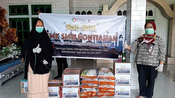SMK SMTI Pontianak Turut Bagikan Sembako di Tengah Pandemi Covid-19