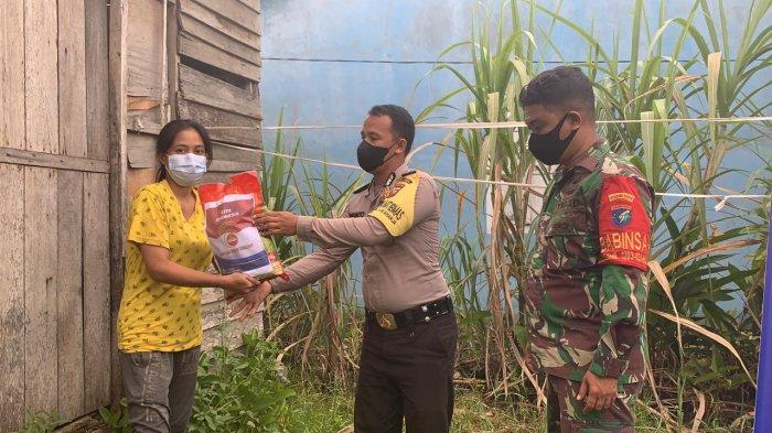 Berjuang Bersama Lawan Covid-19, Polres Ketapang Salurkan Bantuan Sosial PPKM Darurat kepada Warga