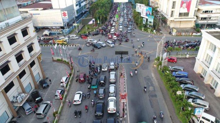 Lalu Lintas Semrawut di Persimpangan Jalan Pahlawan - Jalan Tanjungpura - semrawut_20171020_004522.jpg