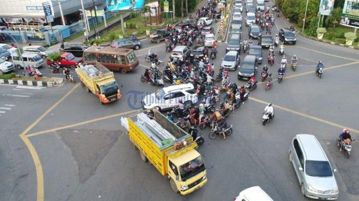 Lalu Lintas Semrawut di Persimpangan Jalan Pahlawan - Jalan Tanjungpura - semrawut_20171020_004635.jpg