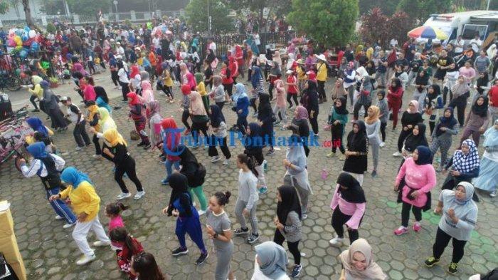 FOTO: Keseruan Peserta Senam Zumba Harhubnas 2019 di Taman Budaya Pontianak - senam-zumba-dalam-peringatan-harhubnas-2019-2.jpg