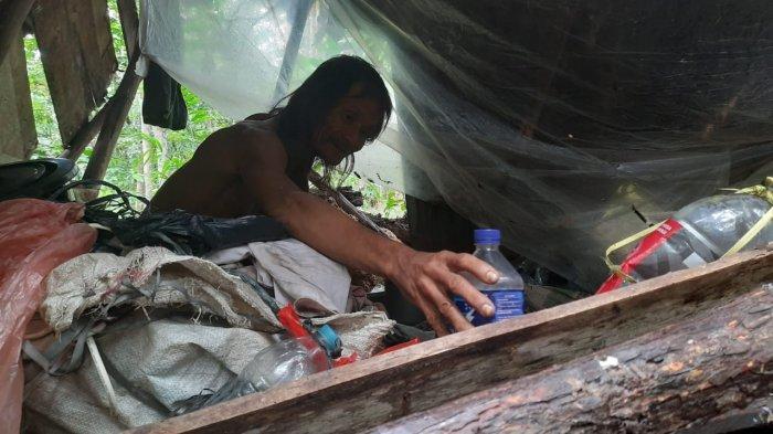 KISAH Kakek Johar Tinggal di Gubuk Reot Kebun Karet, Hidup Sebatang Kara Tanpa Ada Penerangan