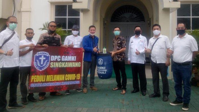 DPC GAMKI Singkawang Peduli Lawan Covid-19 Buka Donasi Tong Air Bantu Gereja