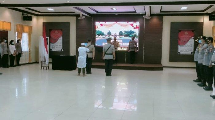 Kapolres Melawi AKBP Sigit Eliyanto Nurharjanto, S.I.K memimpin langsung kegiatan serah terima jabatan Kapolsek Kota Baru Jajaran Satker Polres Melawi, Kamis 22 April 2021.