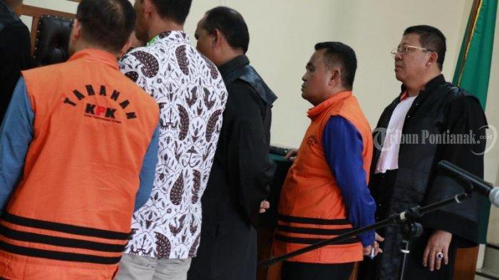 FOTO: Sidang Lanjutan Kasus Suryadman Gidot dan Mantan Kadis PUPR Kabupaten Bengkayang Aleksius - sidang-lanjutan-gidot-2.jpg