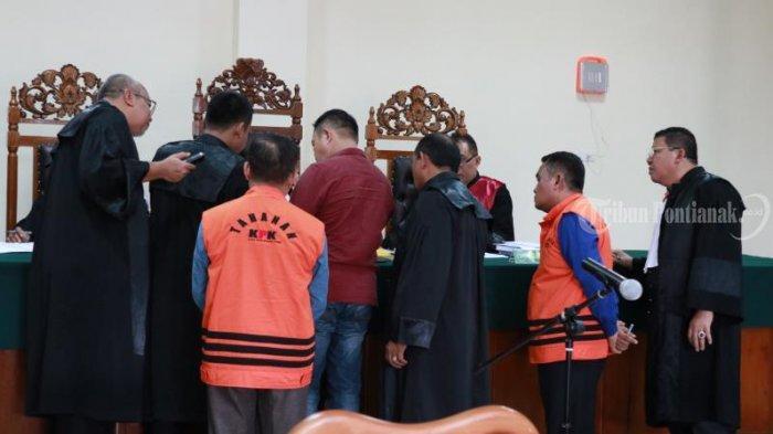FOTO: Sidang Lanjutan Kasus Suryadman Gidot dan Mantan Kadis PUPR Kabupaten Bengkayang Aleksius - sidang-lanjutan-gidot-3.jpg