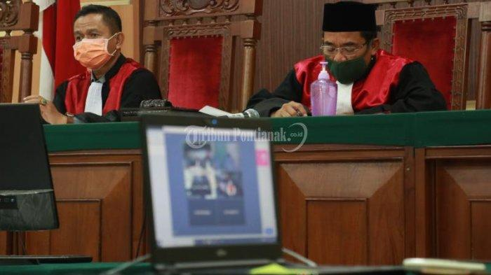 FOTO: Sidang Tele Conference Pembacaan Tuntutan Kasus Korupsi Suryadman Gidot - sidang-tele-conference-pembacaan-tuntutan-suryadman-gidot-4.jpg
