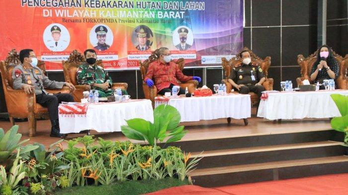 Kapolda Kalbar Irjen Pol Dr. R. Sigid Tri Hardjanto bersama Gubernur Sutarmidji menghadiri acara Coffee Morning