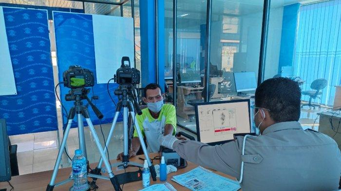 Tetap Layani Warga, Pelayanan SIM Satpas Polres Sambas Terapkan Protokol Kesehatan