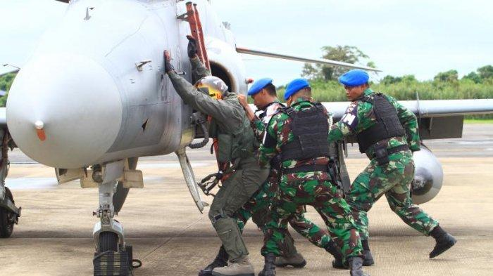 FOTO: Detik-detik TNI AU Turunkan Paksa 1 Unit Pesawat Tempur Asing di Lanud Supadio saat Simulasi - simulasi3.jpg