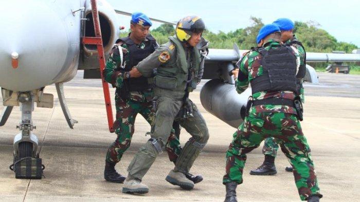 FOTO: Detik-detik TNI AU Turunkan Paksa 1 Unit Pesawat Tempur Asing di Lanud Supadio saat Simulasi - simulasi4.jpg