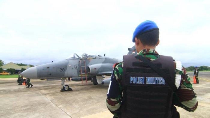 FOTO: Detik-detik TNI AU Turunkan Paksa 1 Unit Pesawat Tempur Asing di Lanud Supadio saat Simulasi - simulasi8.jpg