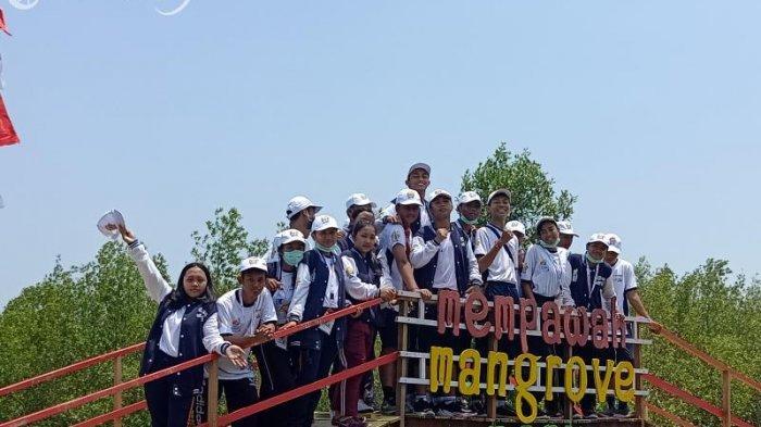 Siswa-siswi Dari Bali Berkesempatan Belajar Mengenal Mangrove di Mempawah Mangrove Park - siswa-dari-bali-belajar-mengenal-mangrove-di-mempawah-mangrove-park.jpg