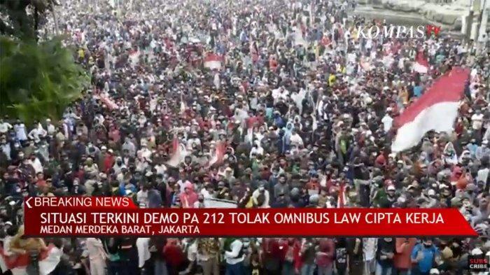 Situasi terkini demo di Jakarta tolak UU Cipta Kerja.