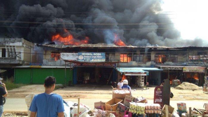 BREAKING NEWS - Ruko Simpang Pinoh Sintang Terbakar