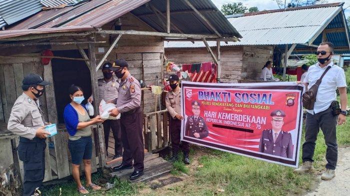 Polsek Monterado Polres Bengkayang Gelar Baksos Peringati Hari Kemerdekaan Indonesia ke-75