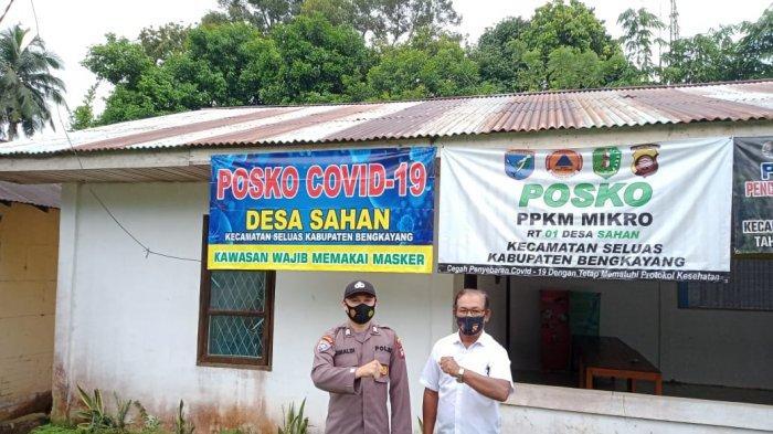 Bhabinkamtibmas Polsek Seluas Cek dan Kontrol Posko PPKM Mikro di Desa Binaan