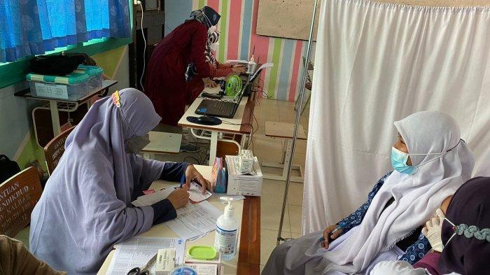 SMA Negeri 2 Singkawang Melaksanakan Vaksinansi Massal Covid-19 Tahap I dan II