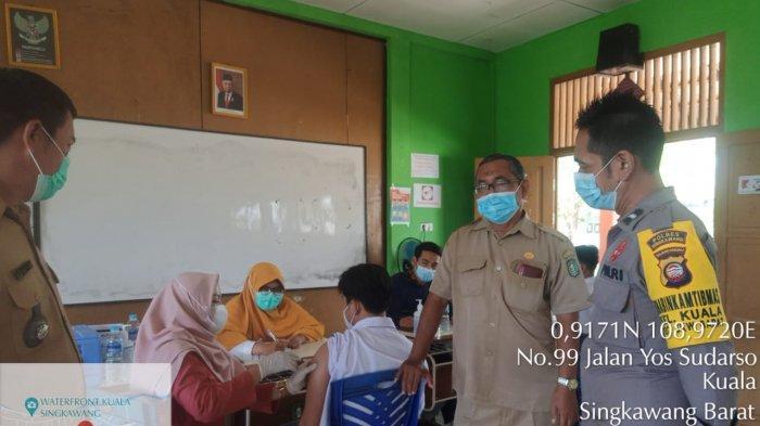 Vaksinasi Massal Covid-19 di SMAN 10 Kelurahan Kuala Kota Singkawang