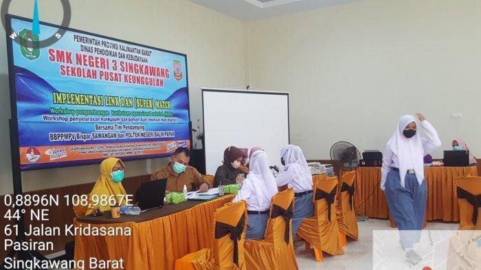 Suasana vaksinasi pelajar di SMK Negeri 3 Singkawang, Senin 27 September 2021