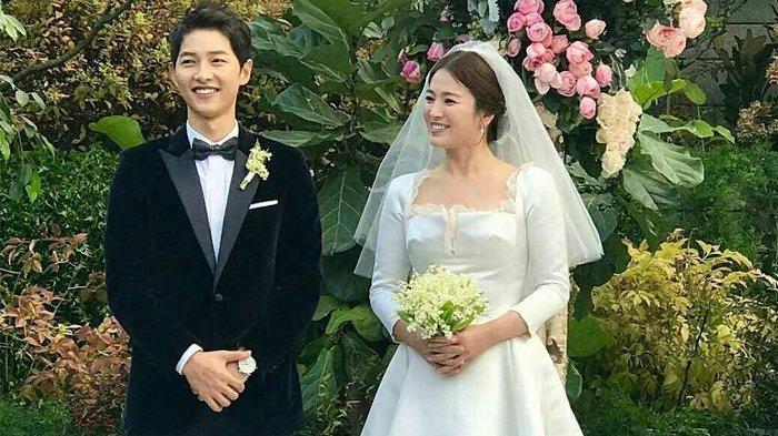Nungguin Istri yang Lagi di Toilet, Song Joong Ki Malah Wefie Sama Fans