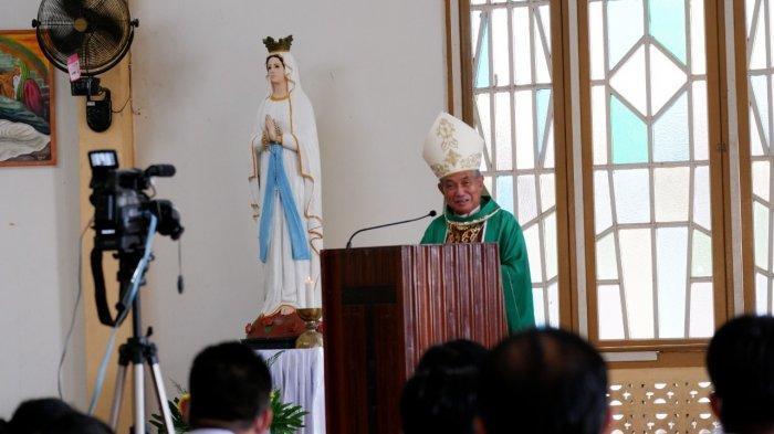 Lantik DPP Paroki St Pius X Bengkayang, Mgr Agustinus Ingatkan Manajemen Paroki Harus Transparan