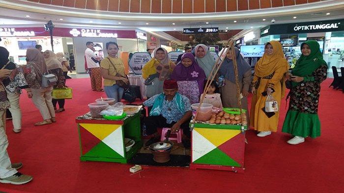 Kerak Telur Jadi Daya Tarik Pengunjung Jakarta Travel Fair 2019
