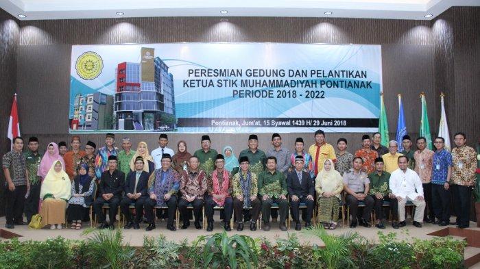 Pimpinan dan pengajar STIK Muhammadiyah Pontianak.