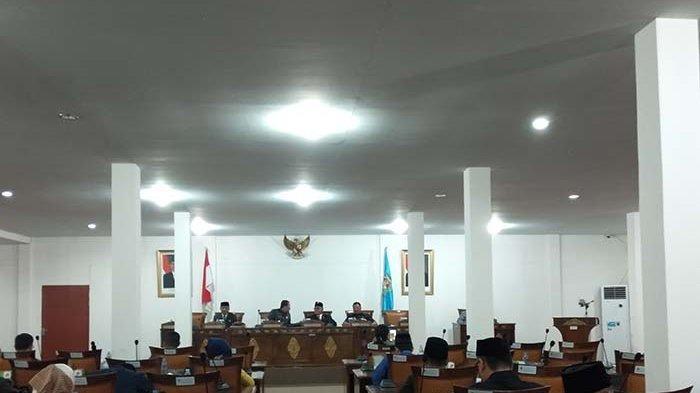 Rapat Paripurna DPRD Kubu Raya Sampaikan Raperda Eksekutif dan RPJMD
