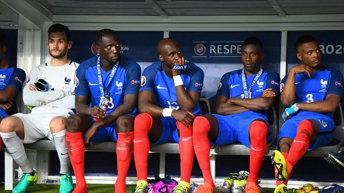 [FOTO-FOTO] Ketika Sedih Melanda Para Bintang Sepakbola Prancis - suasana-di-bangku-cadangan_20160711_161350.jpg