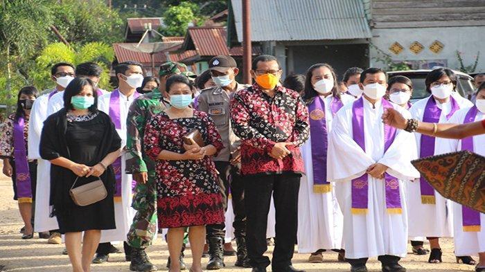 Sekda Sanggau Resmikan GPIB Maranatha Sanggau Pos Pelkes Kharisma Mundun