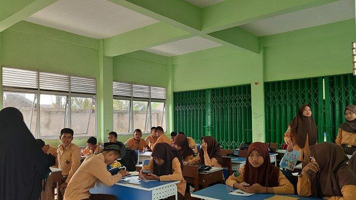 Guru SMAN 11 Tunggu Dana Bosda, Puluhan Guru Rela Mengajar Tanpa Gaji