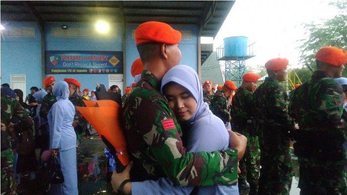 Tangis Haru Sambut Kedatangan Prajurit Batalyon Komando 465 Brajamusti Paskhas Dari Bumi Cendrawasih
