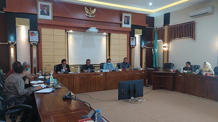 Suasana Rapat kerja antara komisi III DPRD Provinsi Kalbar dengan Asuransi Jiwasraya Cabang Pontianak dalam rangka mendapatkan masukan dan informasi dengan masalah klaim nasabah Asuransi Jiwasraya, baru-baru ini. DHO
