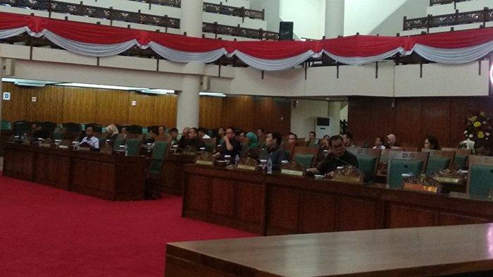 Rapat Paripurna Perdana DPRD Kalbar, Masih Ada Kursi yang Kosong