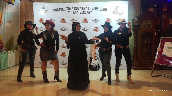 Aksi Bupati Paolus Hadi di 1th Anniversary Khatulistiwa Country Lovers Club! Lagu Dayak Ala Country