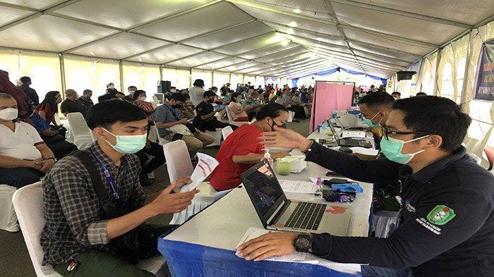 Vaksinasi Massal di GOR SSA Pontianak, 525 Masyarakat Umum Telah Mendaftar Online