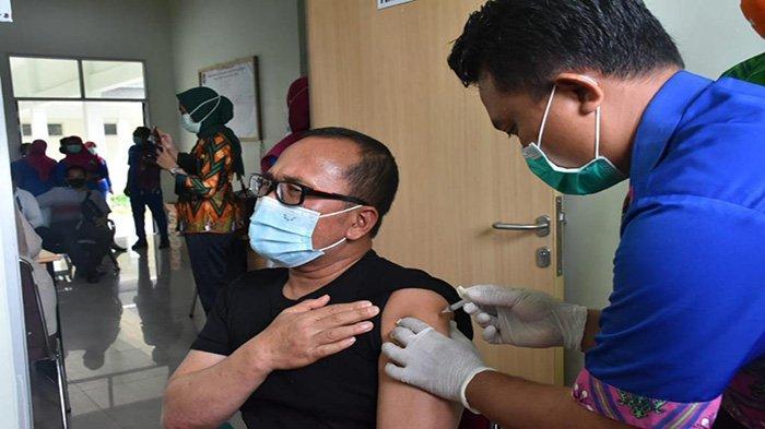 Sebagai Penyintas Covid-19, Wabup Sujiwo Kini Terima Suntikan Pertama Vaksin Sinovac