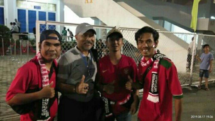Suporter Asal Sambas Ini Rela Jauh-jauh ke Vietnam Dukung Timnas Indonesia Hadapi Malaysia, Salut!