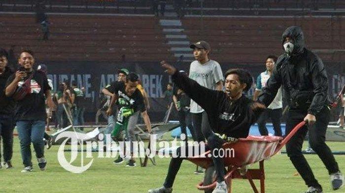 Hasil Liga 1 Persebaya Vs PSS Sleman | Bajul Ijo Kalah Lagi, Bonek Protes Hingga Turun ke Lapangan