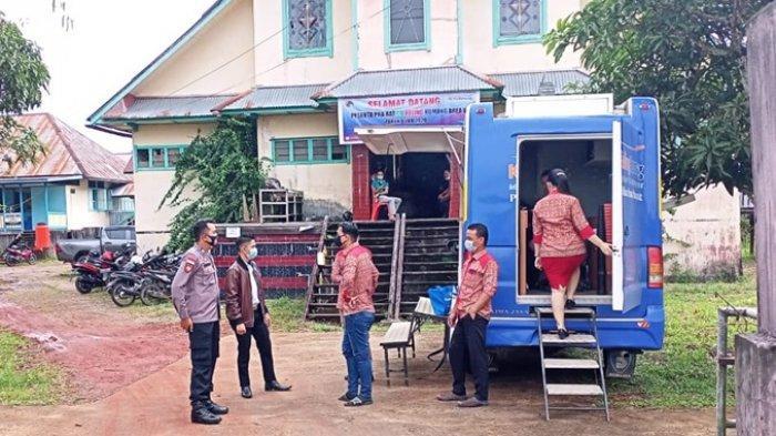 Cegah Covid-19, Kanit Sabhara Polsek Putussibau Utara Laksanakan Patroli Dialogis