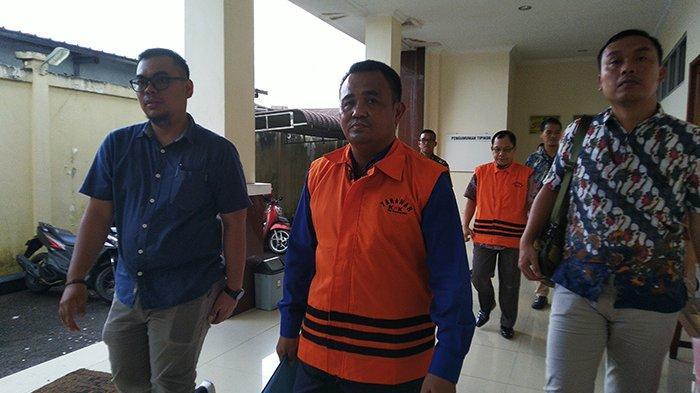 BREAKING NEWS - Suryadman Gidot Jalani Sidang Perdana Kasus Korupsi di Pengadilan Tipikor Pontianak